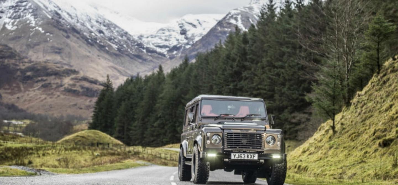 Land-Rover-Defender-Business-Desk.png
